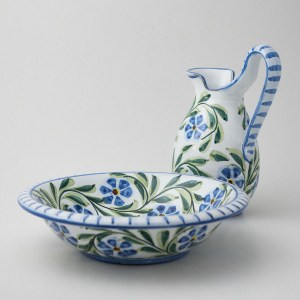 Rambling Rose Jug & Basin by Manuela Gonçalves.